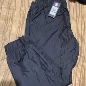 Women's NWT UA black sports pants 26 inches inseam